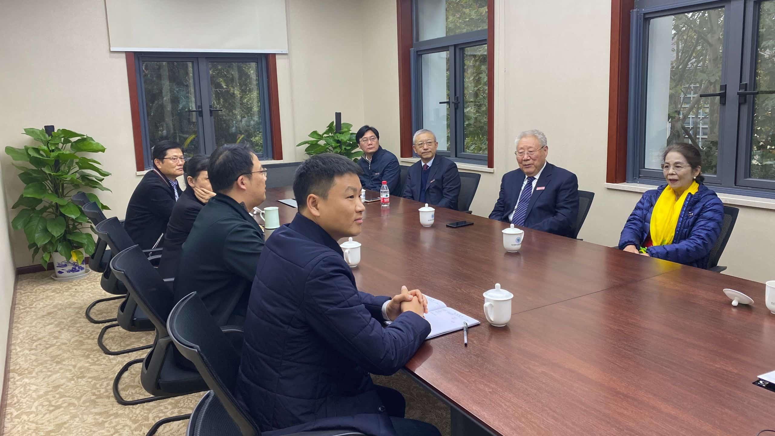 张基尧部长访问长江保护与绿色发展研究院